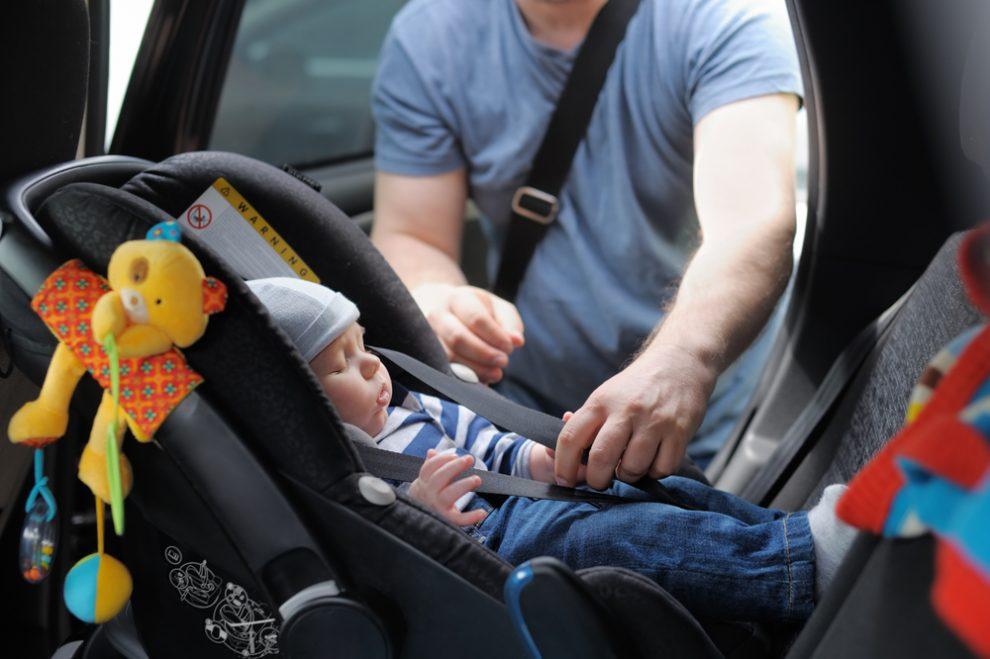 Cómo colocar de forma correcta la sillita de bebé