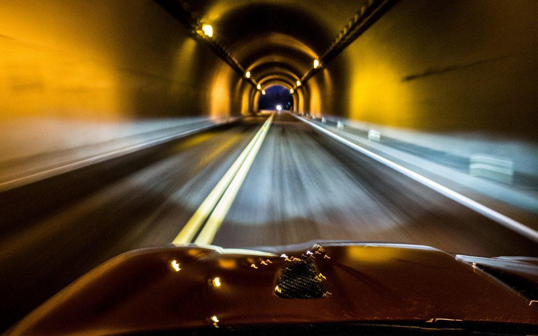 Normas para conducir con seguridad en un túnel