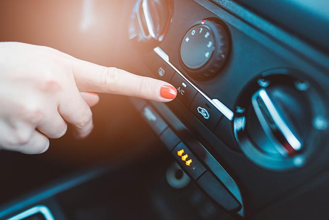 ¿Cómo mantener el aire acondicionado y la climatización de tu vehículo?